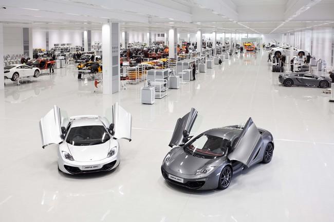 Centro de produção da McLaren em Surrey, Inglaterra. Ambiente limpo como um laboratório.