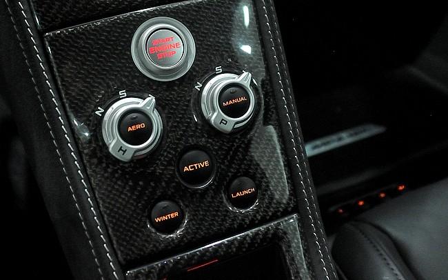 Botões que servem para controlar os modos de condução do McLaren MP4-12C. Foto: Guilherme Nascimento
