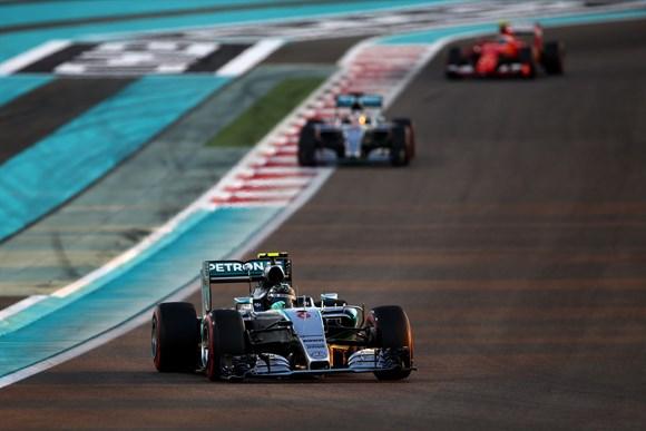 Próximo, mas sempre atrás de Rosberg. Assim se encerrou a temporada do tricampeão Hamilton.