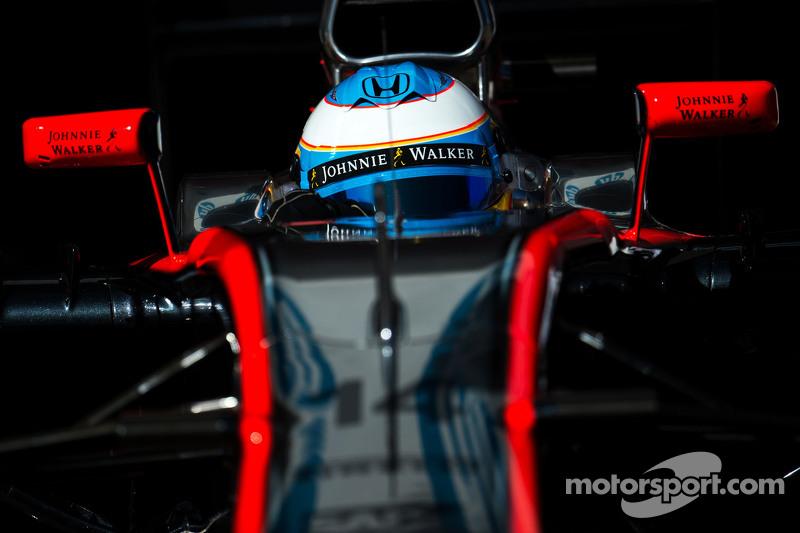 Alonso não teve amnésia este ano, e já começou a reclamar.