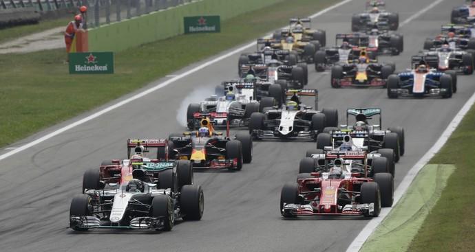 Rosberg foi embora e Hamilton jogou a pole fora. E decidiu a corrida.
