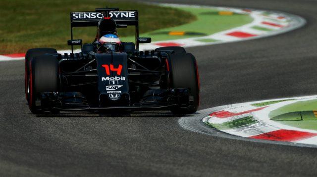 Alonso deu gargalhada quando disseram que ele podia brigar pelo 11o lugar. Ao menos fez a melhor volta.