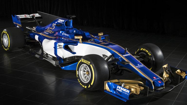 Homenageando os 25 anos da equipe, a Sauber foi a primeira a apresentar o carro de 2017 oficialmente. Se invertermos o ditado que diz que os últimos serão os primeiros, é bem provável que teremos 100% de acerto.