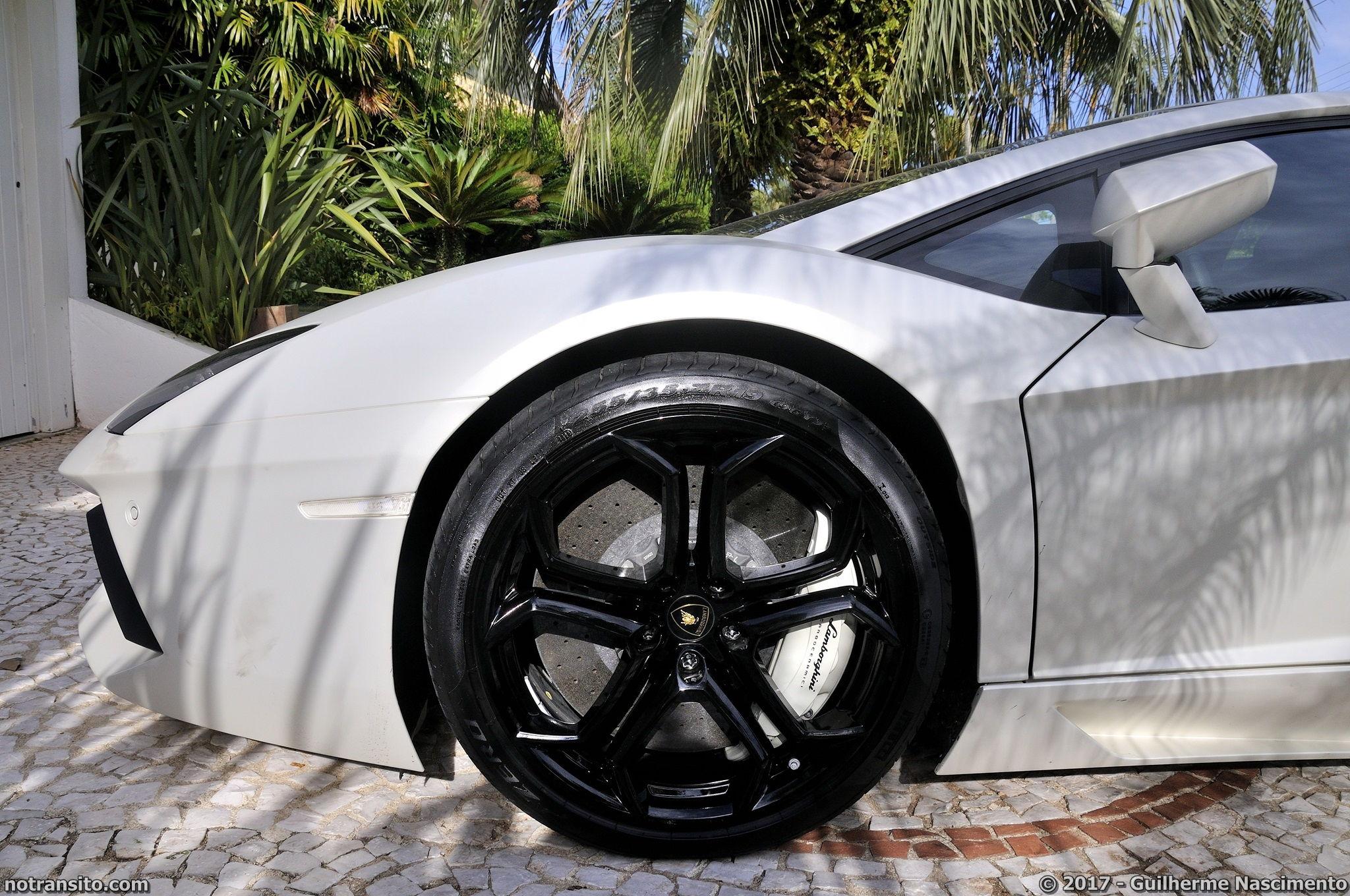 Lamborghini-Aventador-LP-700-4-McLaren-MP4-12C-010