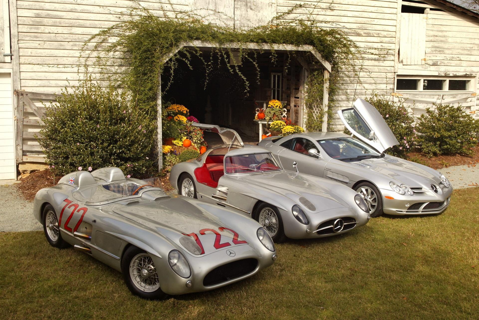 Mercedes-Benz 300 SLR de corrida, sua versão de rua apelidada de Uhlenhaut Coupé e o SLR McLaren.