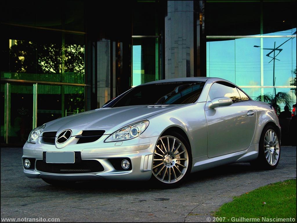 "Mercedes-Benz SLK 55 AMG, ou simplesmente ""MINI SLR""."