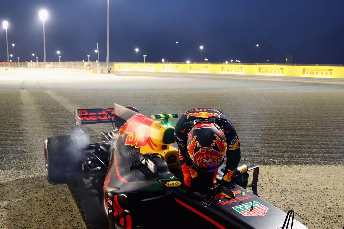 Verstappen falou muito e pilotou pouco. Saiu mais cedo.