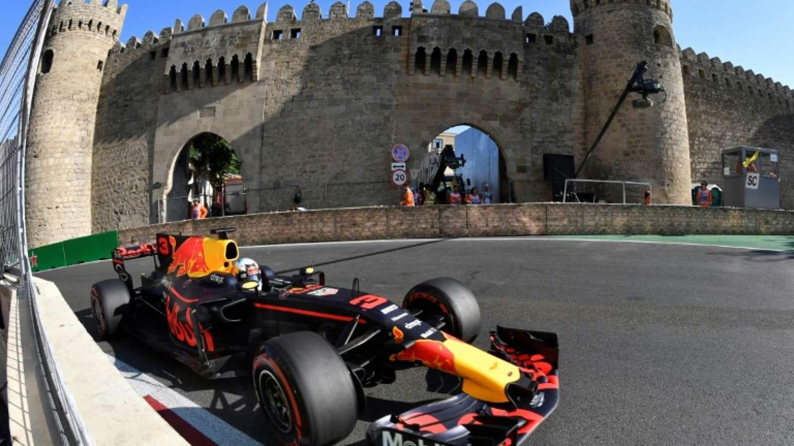 Treino frustrante no sábado, vitória no domingo. Ricciardo venceu com méritos.