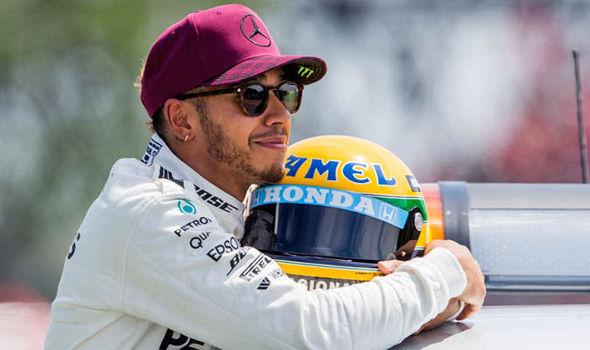 Ídolo e fã. O respeito e a reverência de Hamilton por Ayrton Senna.
