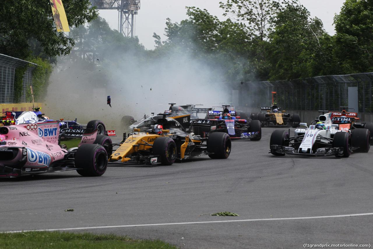 Olha o Sainz chegando com tudo para acertar o Massa.