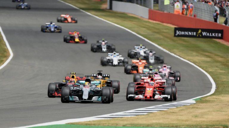 Hamilton escapando na ponta para mais uma vitória.