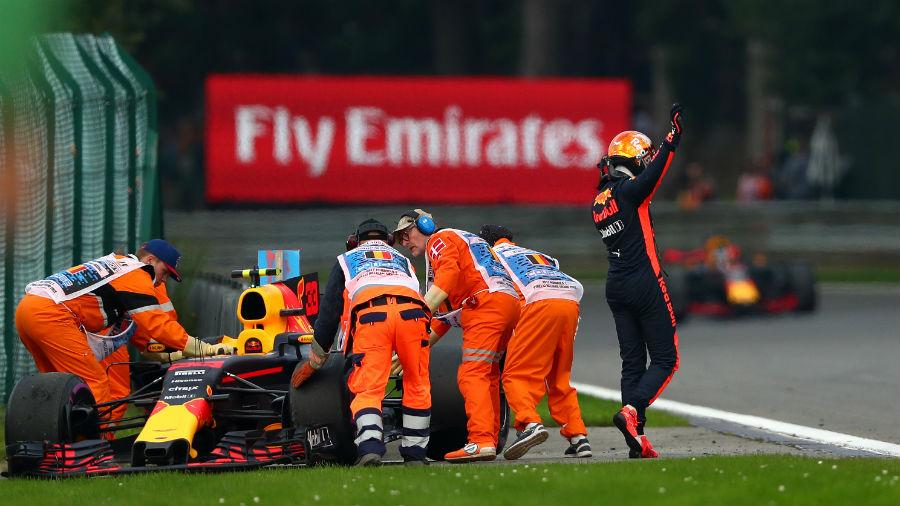 Verstappen saiu cedo, para decepção dos torcedores que superlotaram Spa