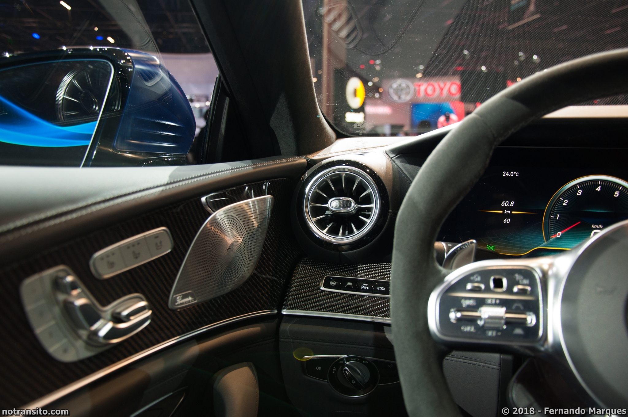 Salão2018-ConheçaoEstandedaMercedes-Benz- Parte1-030