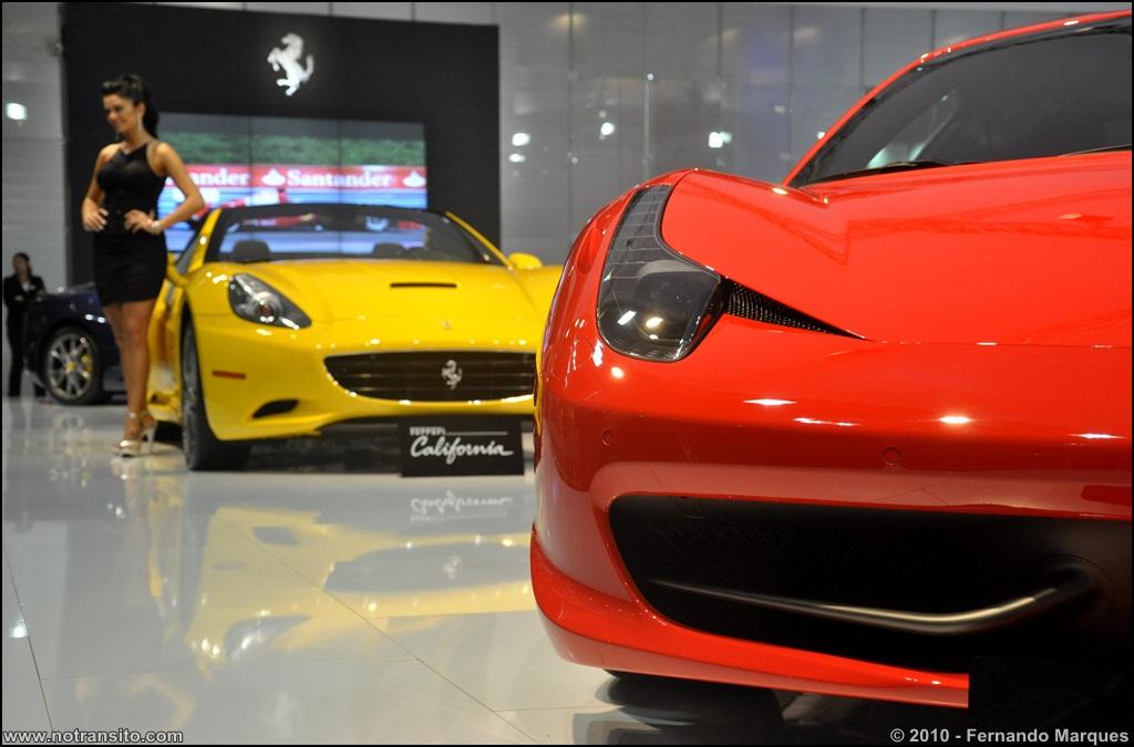 """""""Em 2010, o estande da Ferrari/Maserati apresentava a California, 458 Italia, 599 GTO, GranTurismo, entre outros."""